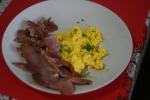 scrambled eggs cu bacon 001